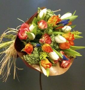 Bouquet con tulipanes para cumpleaños