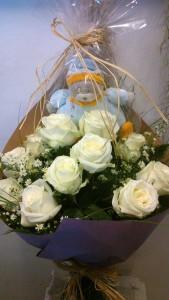 bouquet rosas blancas y peluche