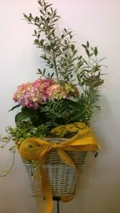 Cesta de flores para nacimiento
