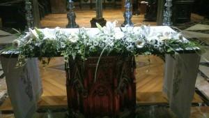 Centro de flores para altar